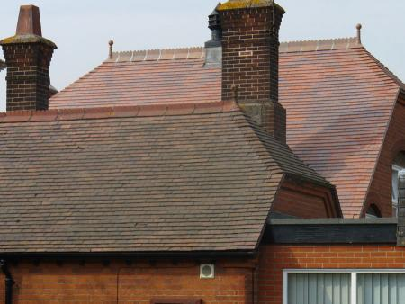 Brown Antique smoothfaced tiles were found to provide a like for like match to the original on this reroofing project at Mylands School in Essex